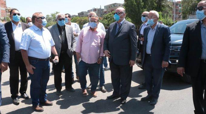 محافظ القاهرة يتجول في شوارع القاهرة للتأكد من شفط مياه الأمطار